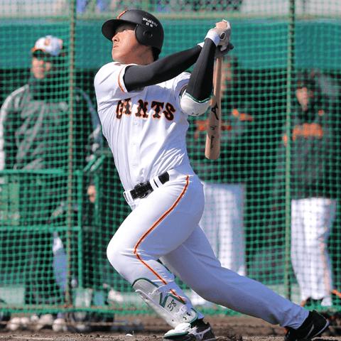 村田修一の「25」を背負う岡本和真。フェニックス・リーグでの活躍はブレイク劇のプロローグ!?